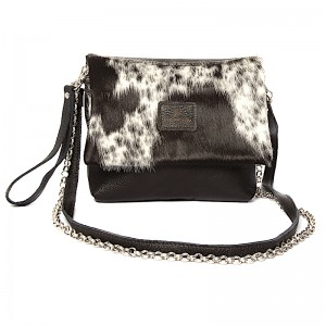 Look fabulous with one of our new sleek cowhide clutches on, or under your arm! With 2 detachable straps and a wristlet, the ZC clutch is versatile and on trend. Perfect for evening-wear.